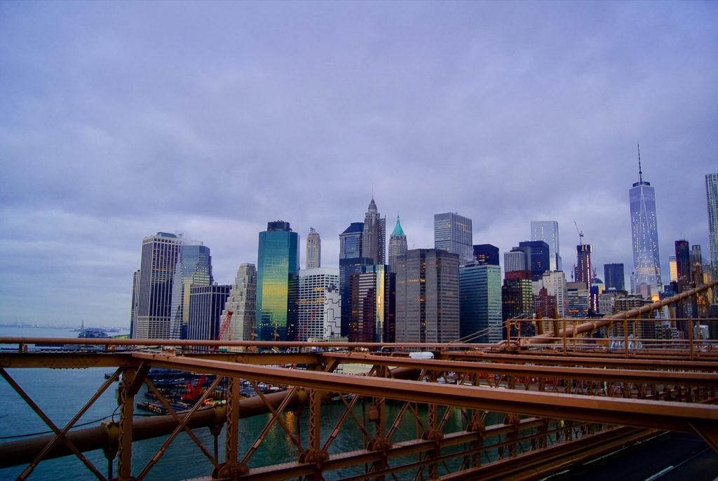 https://blueashestravel.com/wp-content/uploads/2016/01/Traverser-frontie%CC%80re-Canada-USA-skyline-Brooklyn-Bridge-1024x686.jpg